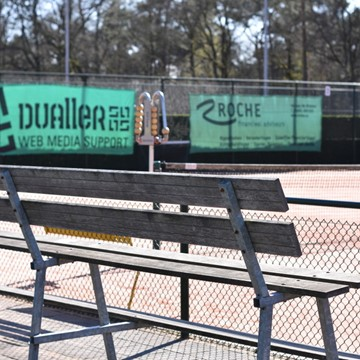 Sporthallen en tennisbanen
