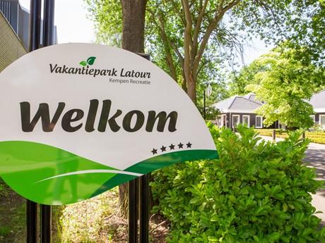 Welkomstbord Bij Vakantiepark Latour