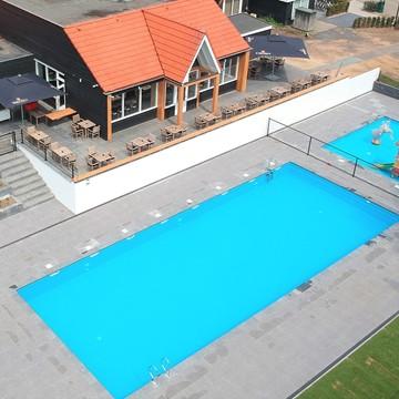 Verwarmd buitenzwembad