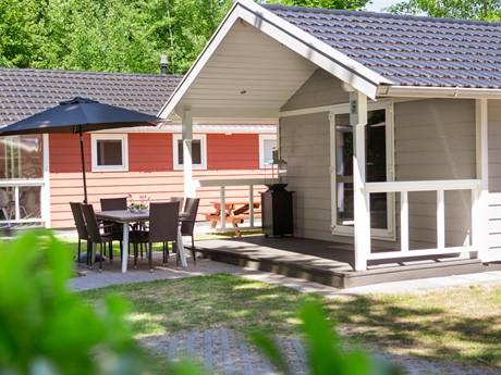 Lodge Met Eigen Buitenruimte Op Vakantiepark Latour