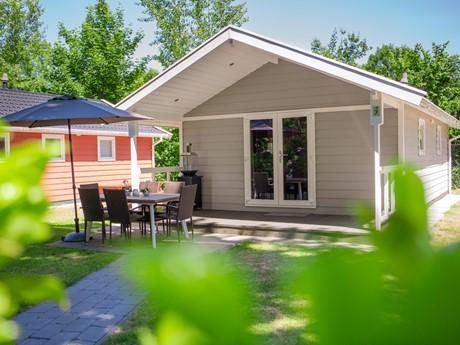 Lodge Met Eigen Terras Op Vakantiepark Latour