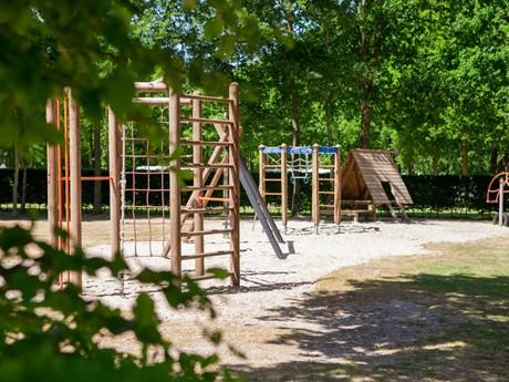 Speeltoestellen Voor Kinderen Op Vakantiepark Latour